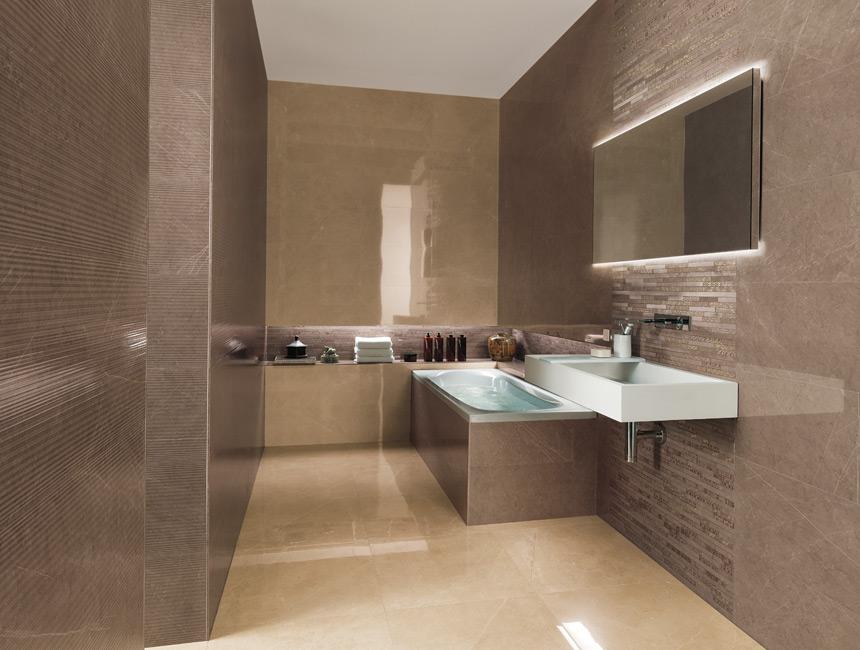 Badezimmer modern fliesen hell